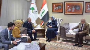 وزيرة الصحة والبيئة تؤكد تعزيز الخدمات الطبية للمقاتلين