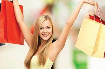 التسوق وسيلة للتحرر من الأعباء النفسية التي تفرضها الظروف على المرأة