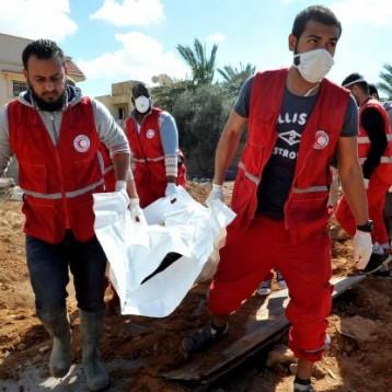 وفاة 13 مهاجراً اختناقاً  في حاوية بليبيا