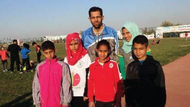 العدّاءة الموهوبة ضحى حسين وأشقاؤها الأربعة يواصلون حصد الألقاب المحلية