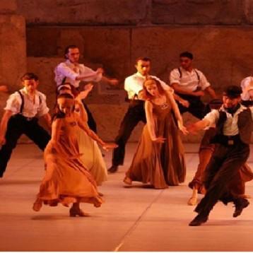 """""""زوربا اليوناني"""" يرقص للحياة على المسرح الكبير"""