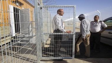 إسرائيل تعزل الأسرى المضربين وتتهم البرغوثي باستغلالهم