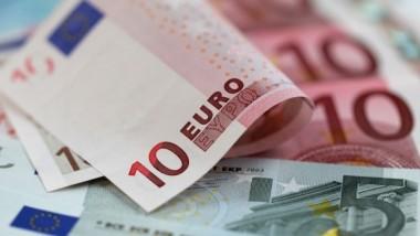 التضخم يضغط  على اليورو
