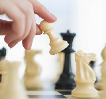 «الشطرنج» يتعاقد مع مدربين أجانب ويطلق منافسات الفئات العمرية