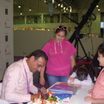 قاسم سعودي يوقّع مجموعة من كتبه الخاصة بالأطفال
