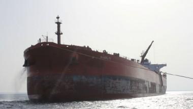 سلاح الجو الليبي يقصف مواقع المتطرفين في بنغازي والبحرية توقف ناقلتي نفط