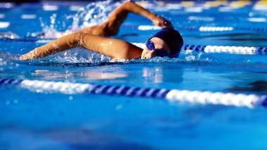 50  موهوباً من المركز الوطني  في بطولة الأندية بالسباحة