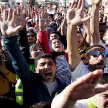 آلاف المغاربة يشاركون في مسيرة احتجاجية
