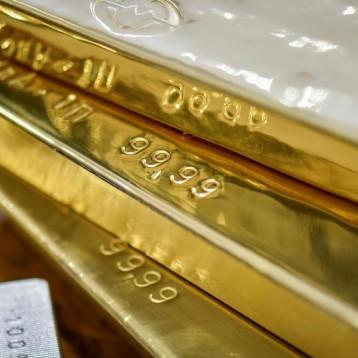 الذهب يستقر وسط جني للأرباح برغم ضعف الدولار
