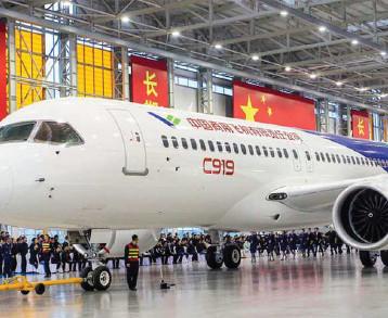 الصين وروسيا تطلقان طائرة ركاب تنافس بوينغ وإيرباص
