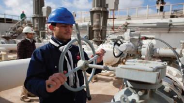 العراق يدرس «التقلبات السعرية» في سوق النفط