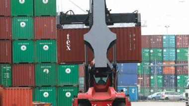 الفائض التجاري الألماني:  استقرار العرض والطلب