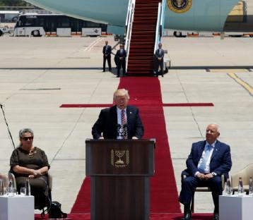 دونالد ترامب يصل إلى إسرائيل ويؤكّد: لا يمكن تحقيق السلام إلا بالعمل معا