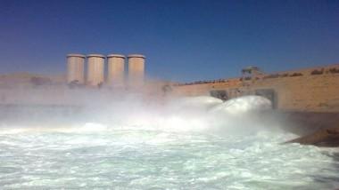 فتح بوابات سد الموصل وارتفاع منسوب الماء إلى ٣٢١ متراً