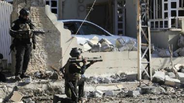 """""""مكافحة الإرهاب"""" ينهي مهامه في أيمن الموصل بتحرير حي الربيع ورفع العلم العراقي فوق مبانيه"""