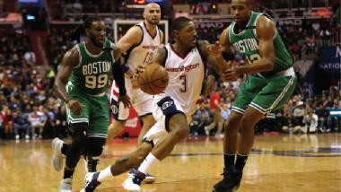 وول يُنقذ ويزاردز من وداع دوري السلة الأميركي