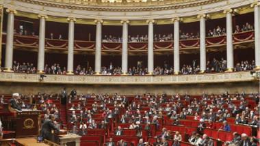 الجولة الأولى من الانتخابات البرلمانية الفرنسية تشهد هزيمة مهينة للاشتراكيين