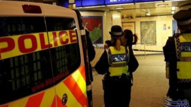 الشرطة البريطانية تداهم موقعين وتعتقل «عددا من الاشخاص»