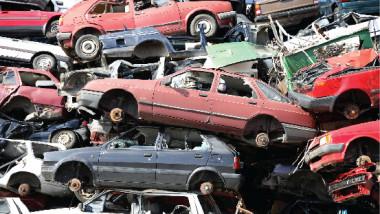 وزير الصناعة يوجّه بعدم تسلّم السيارات المرقنة قيودها بمواقع السكراب