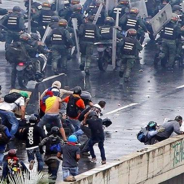 74 قتيلا و1.4 ألف جريح حصيلة الاحتجاجات في فنزويلا