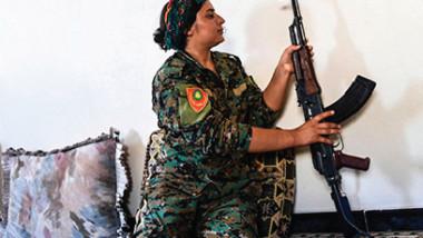 أيزيديات في قلب القتال في الرقة للثأر من داعش