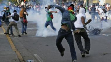 الاتحاد الأوروبي يندد «بالاستخدام المفرط للقوة» ضد محتجين في فنزويلا
