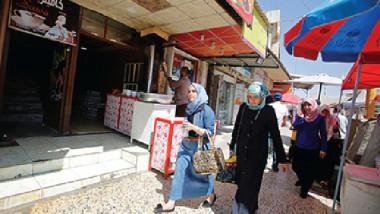 الموصليات يتحررن من غطاء الوجه بعد هزيمة داعش
