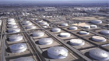 النفط يرتفع 1 % مدعوماً بانخفاض المخزونات الأميركية وينتهي على مكاسب 5 %