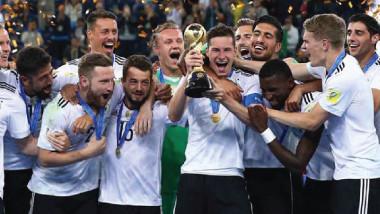 برغم الفوز بكأس القارات.. لوف غير مطمئن قبل مونديال روسيا 2018