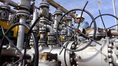 تقييم منتصف العام لإيرادات صادرات النفط وآثارها المالية