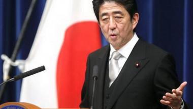 رئيس وزراء اليابان يجري تعديلا حكوميا مع هبوط مستوى شعبيته