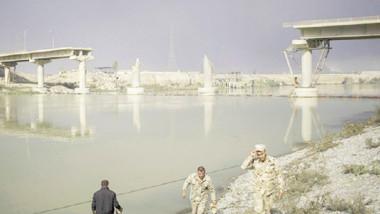انتشال 23 مدنياً من تحت الأنقاض بعد بقائهم 3 أسابيع في سرداب بالموصل القديمة