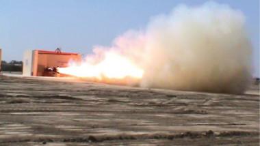 «الصناعات الحربية» تعلن نجاح تجربة الاطلاق الحر لصاروخ اليقين