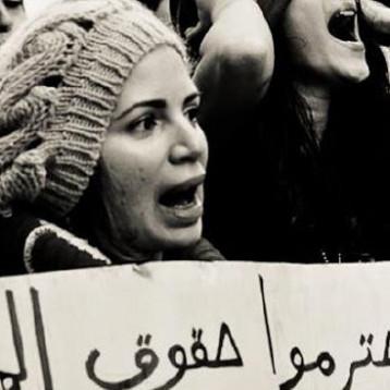 أسباب اجتماعية واقتصادية وثقافية تقف وراء العنف ضد المرأة