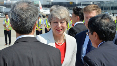 تيريزا ماي تزور اليابان لتهدئة مخاوف الشركات الكبرى بشأن بريكست