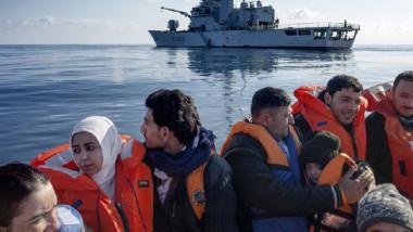 حفتر يطالب أوروبا بميزانية ضخمة لوقف تدفق اللاجئين على الحدود الجنوبية لليبيا