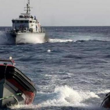 خفر السواحل الليبي يحتجز لساعتين سفينة إسبانية لإنقاذ المهاجرين