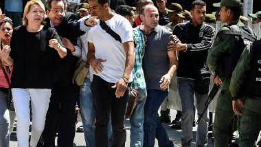 مادورو يعزّز سلطته في فنزويلا ويوجّه ضربة قاسية إلى معارضيه
