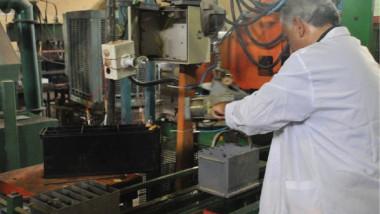 «الصناعة « تباشر بإنتاج البطاريات الجافة والسائلة بطاقة 350 ألف سنوياً