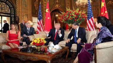 الصين توجه «ضربة قاصمة» للعملة الأميركية