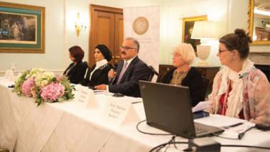 الإعلامي العراقي هيثم الزبيدي يحاور مجموعة من الناشرين والمؤلفين  والمترجمين لمناقشة فرع الجائزة «الثقافة العربية في اللغات الأخرى»