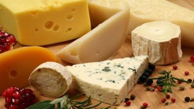 علماء يحذرون من الإدمان على الجبنة