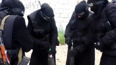 """بعد هزائمه الأخيرة ..""""داعش"""" يزج بالنساء في المعارك للتغطية على أزماته"""