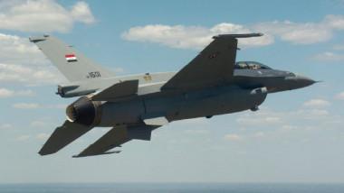 """مقاتلات عراقية تقصف ستة مواقع لـ""""داعش"""" في منطقة الميادين داخل الأراضي السورية"""