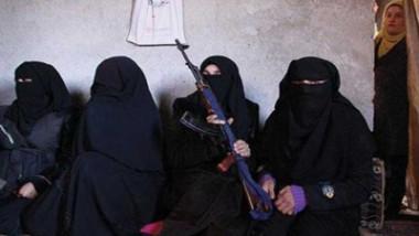 """زوجات عناصر """"داعش"""" من المدن العصرية إلى مخيمات الاحتجاز"""