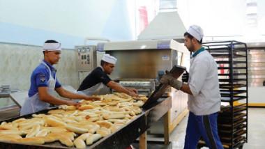 التجارة تطور خطوط أفرانها لإنتاج الصمون بالتقنيات الحديثة
