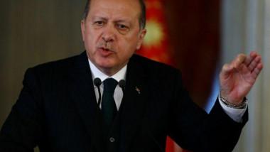 أردوغان يوجّه انتقادات للولايات المتحدة في تصعيدٍ بين البلدين