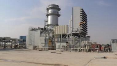 الكهرباء تبرم أول عقد نصب وتشغيل 4 محطات كهربائية شمسية استثمارية