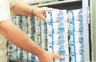 الروس يهربون بأموالهم إلى سويسرا