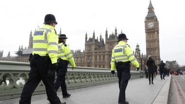الشرطة تعتقل مسلحا احتجز رهائن في مركز ترفيه وسط بريطانيا